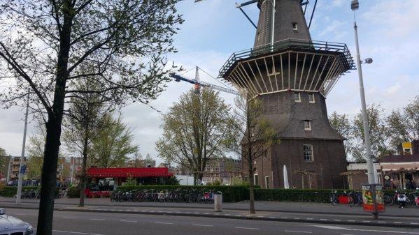 Windmill on Zeeburgerstraat, Langendijk is the red-roofed building to the left.